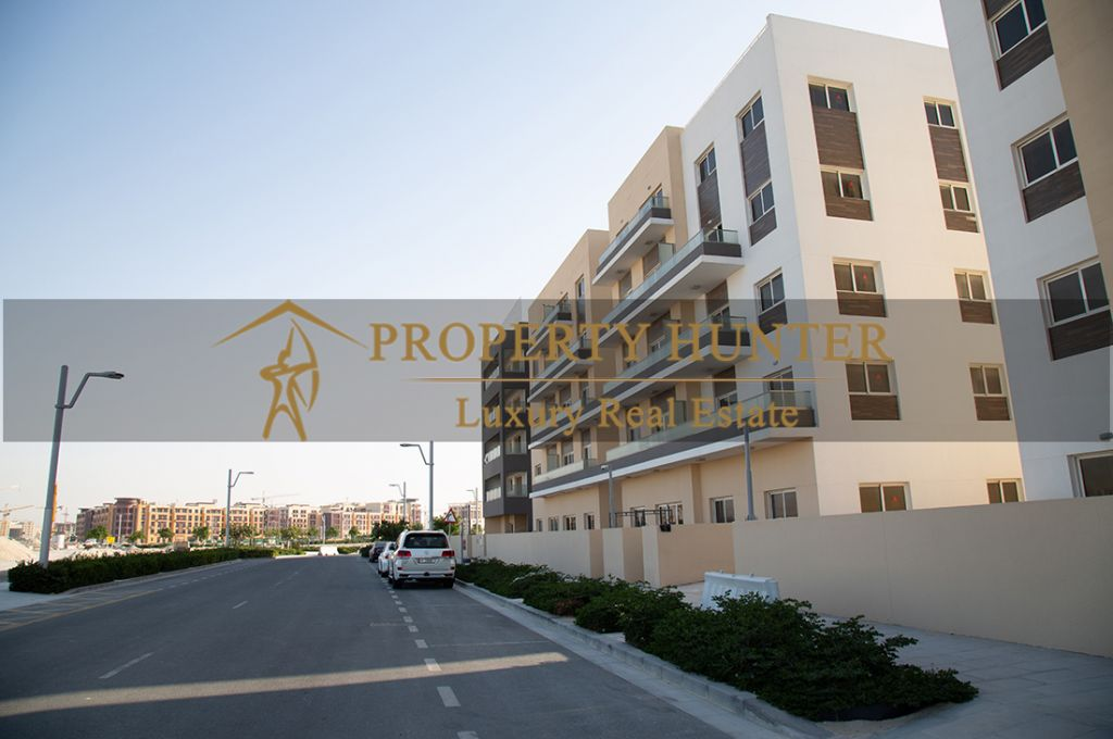 Residential Developed 3+maid Bedrooms U/F Apartment  for sale in Lusail , Doha-Qatar #7442 - 2  image