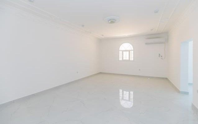 Residential Property 5 Bedrooms U/F Villa in Compound  for rent in Old-Airport , Doha-Qatar #8124 - 5  image
