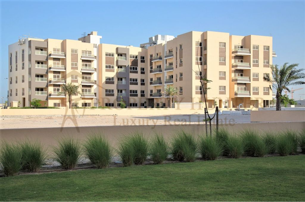 Residential Developed 2+maid Bedrooms U/F Apartment  for sale in Lusail , Doha-Qatar #8139 - 1  image
