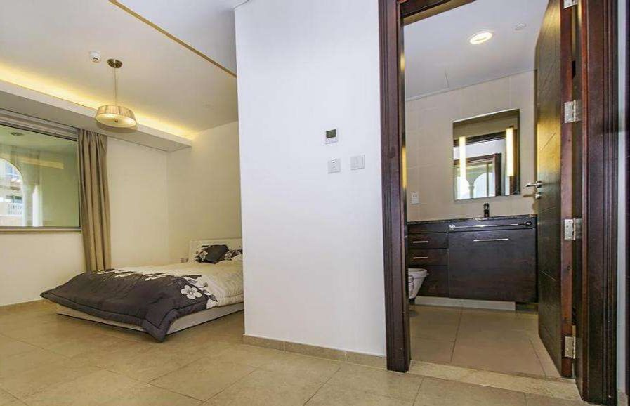 Residential Developed 1 Bedroom F/F Apartment  for sale in The-Pearl-Qatar , Doha-Qatar #9681 - 1  image